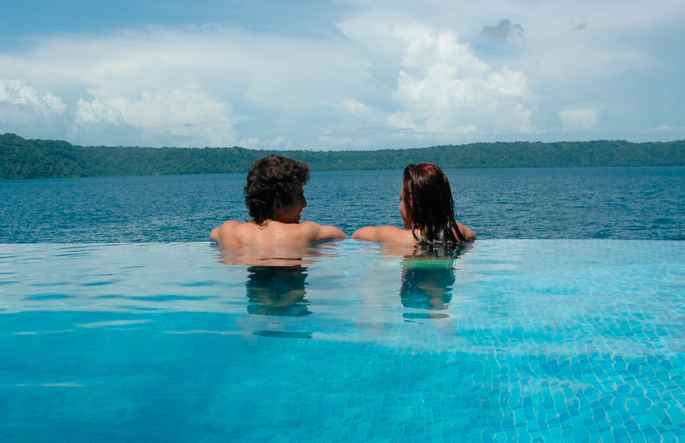 Hotel selvazul hotel in laguna apoyo hotels in granada for Piscina 02 granada